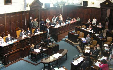 Legislatura de mendoza contra ypf cuarto intermedio for Cuarto intermedio